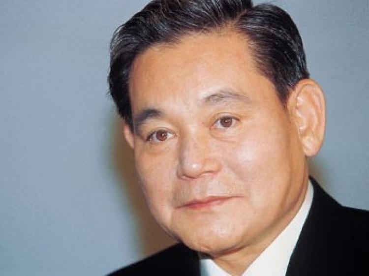 Seoul prosecutors search Samsung Electronics in probe of ex-president