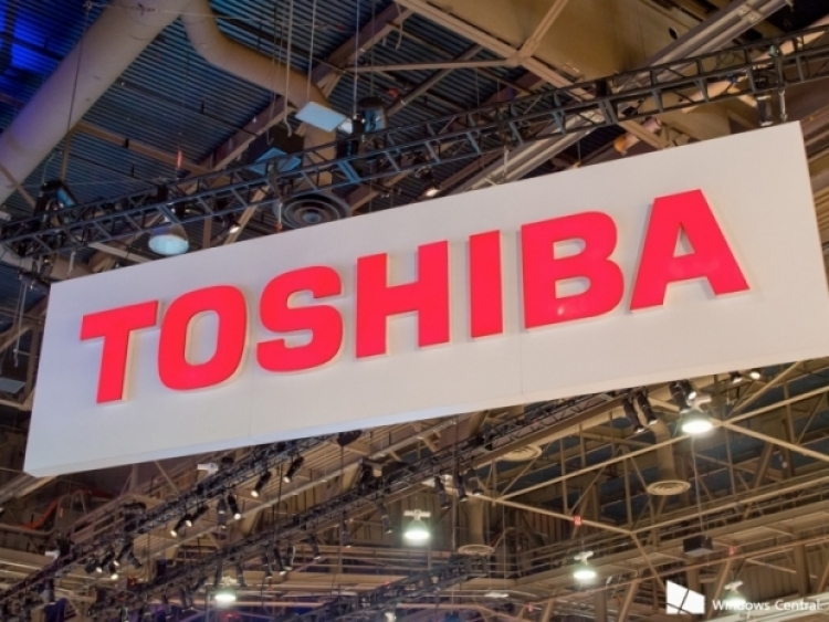Apple, Dell Join Bid to Buy Toshiba's Chip Business: Bain