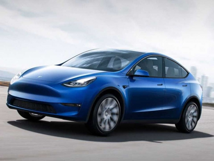 Tesla Rolls Out Electric SUV