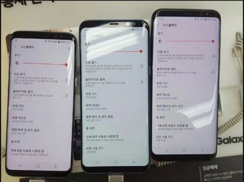 Samsung Galaxy 8 has red tint