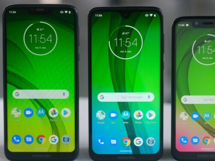 Motorola offers slimmer bezels bigger displays and larger batteries
