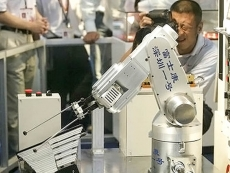 Foxconn invests another $1.5 billion robot development