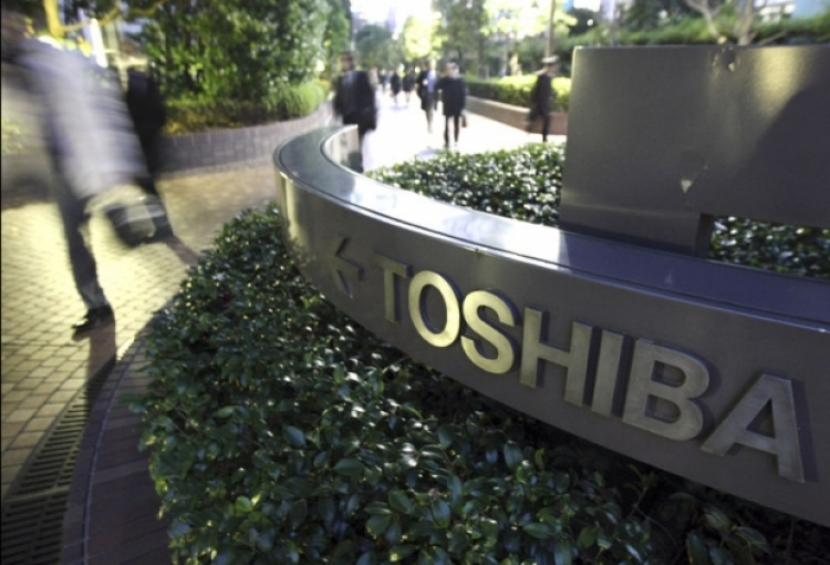 Toshiba picks INCJ consortium to buy memory chip business