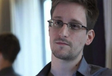 Snowden says FBI does not need Apple