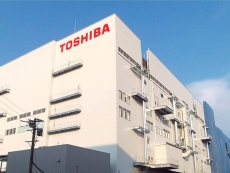 Toshiba recovers from losses after Apple's investment offer