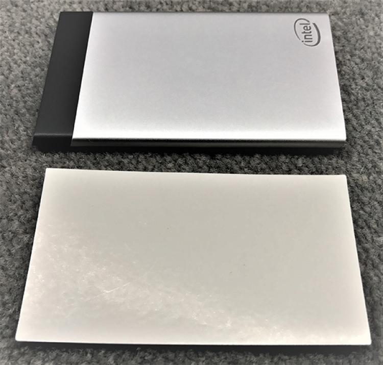 Intelがキャッシュカード大のコンピューターを開発中 [無断転載禁止]©2ch.net [402859164]->画像>7枚