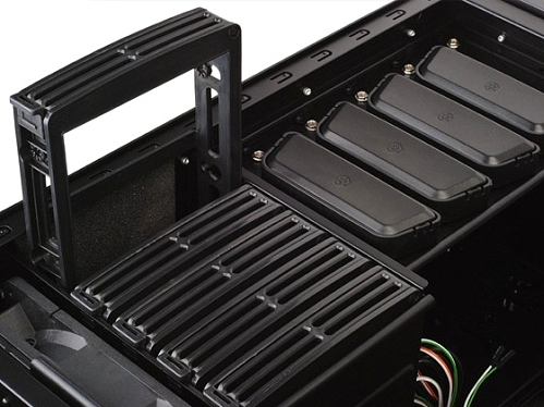 silverstone_fortress_ft02_drive_bays