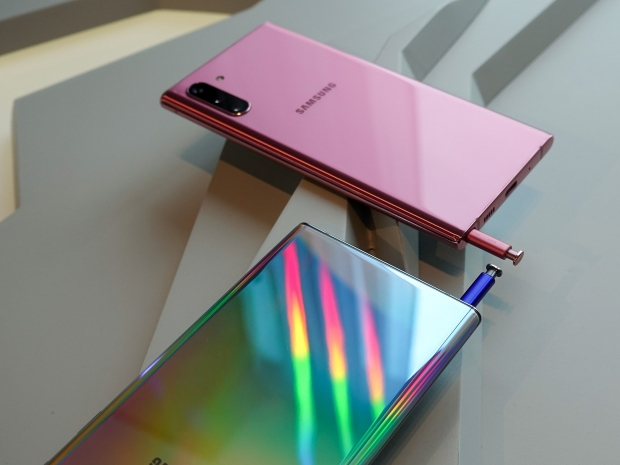 Samsung releases two versions of its flagship Galaxy Note 10