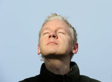 Assange rushes to defend Trump staring into the sun