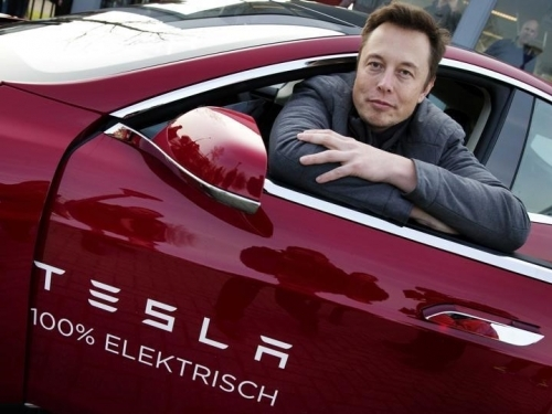 Tesla makes another profit