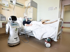 Robots go to work in Italian hospitals