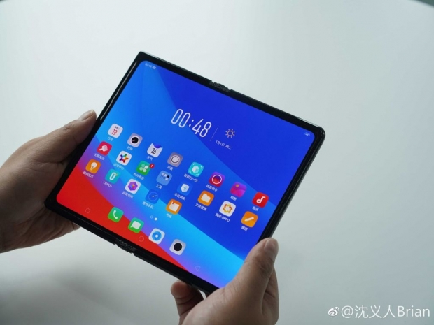 Oppo shows off its foldable prototype smartphone