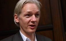 Assange's face causes mass walk-out