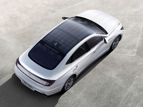 Hyundai sticks solar panels on car roof