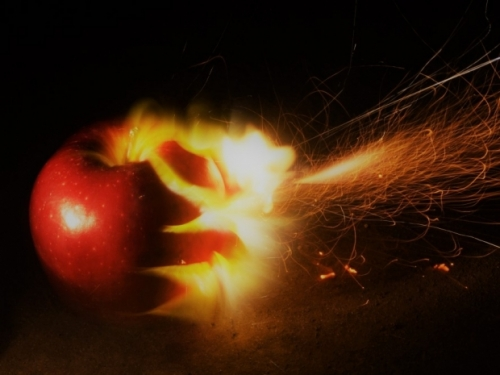 Texas man sues over exploding Apple battery