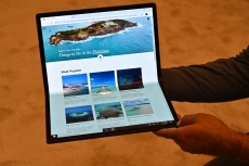 Intel starts the foldable PC era