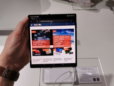 Huawei displays a Mate Xs foldable smartphone